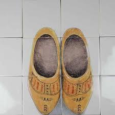 rh6 old dutch wooden shoes