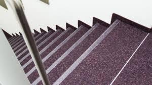 Beim verlegen beginnt man von oben und arbeitet sich schrittweise nach unten. Teppich Bodenverlegung Auf Durchgangig Begehbaren Treppen Uzin Utz Heinze De
