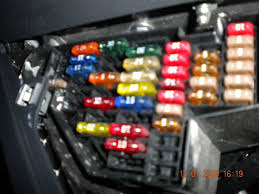 vwvortex com jetta fuse box pictures can everyone post pictures of their fuse boxes so that way i know what im looking at because according to the manual i have bout 10 more fuses then i