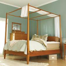 Pencil Post Shaker-Style Bed