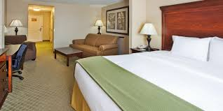 Holiday Inn Express Savannah Airport Hotel By IHG - Bedroom furniture savannah ga