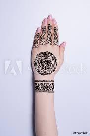 Fotografie Obraz Hand With Mandala Pattern Tattoo Henna Mehendi