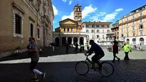 """الإيطاليون يستعيدون حرية تنقل """"مقيدة"""" بعد نحو شهرين من العزل جراء فيروس  كورونا"""