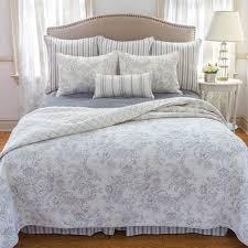 williamsburg clementina cement quilt bed set