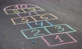 El tradicional juego de enlazar palabras en un tablero con el objetivo de alcanzar la mayor puntuación posible, también tiene su versión electrónica. 30 Juegos Tradicionales Para Ninos Educativos Y Divertidos