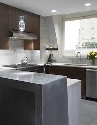 Direkte Und Indirekte Beleuchtung Für Küche #esstisch #designs #elegant  #indirekteslicht #kücheninsel