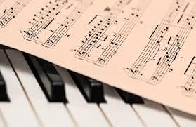 12) pengertian seni musik ialah suatu wujud yang hidup dari beberapa kumpulan ilusi dan alunan suara. Pengertian Seni Musik Menurut Para Ahli Beserta Jenisnya