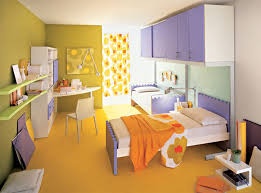 Orange and green are the split complementary colors of the purple. These  colors make this room a split complementary color scheme.