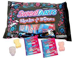 Nestle SweeTARTS Skulls and Bones (24 count/pack ... - Amazon.com