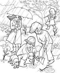 Jongens Zijn Bomen Aan Het Planten In De Tuin De Regen Is Niet Een