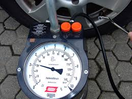 <b>Tire</b>-<b>pressure gauge</b> - Wikipedia