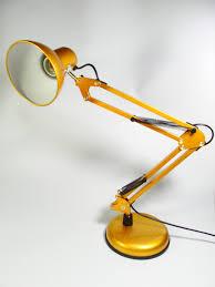 Đèn Bàn Học Pixar - Home