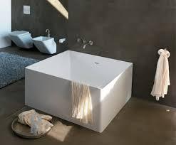 Size of square bathtub
