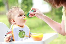 Cách cho bé ăn dặm lần đầu tiên đúng cách và lưu ý cho mẹ bỉm sữa