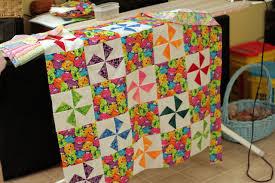 File:Baby quilt in pinwheel pattern.jpg - Wikimedia Commons & File:Baby quilt in pinwheel pattern.jpg Adamdwight.com