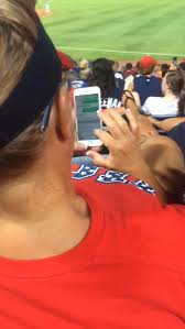 """two women expose wife cheating on husband during braves game bossip caught creeping sisters pass a note warning fellow atlanta braves fan his wife was texting """"the other man"""" during game"""
