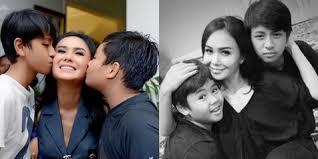 Kebersamaan Yuni Shara & 2 Jagoan Gantengnya, Peluk Cium Bahagia -  Kapanlagi.com