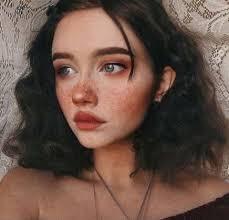 ✧✦ Leila Maria Summers ✦✧   Wiki   Hogwarts School Amino in 2020   Grunge  hair, Dark skin makeup, Cute hairstyles for short hair