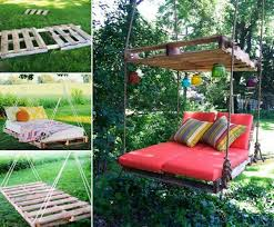 DIY Outdoor Pallet Swing Bed-Upcycle Pallets into a fabulous Swing Bed.