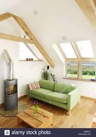 Loft Conversion Wohnzimmer Mit Holz Brenner Und Oberlicht Fenster