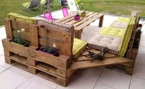 DIY Pallet Corner Couch & Table...these are the BEST DIY Pallet &