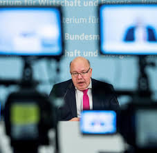 Peter altmaier is a german lawyer and politician who has served as federal minister for economic affairs and energy since march 2018. Peter Altmaier Wahrend Sitzung Von Notarzt In Klinik Gebracht Welt