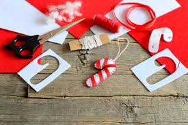 26 DIY Christmas Decorations Anyone Can Make   Reader's Digest