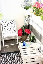 19 Balkon Ideen Mit Blumenkasten Die Gel Nder Dekorieren Kleiner Balkon Gestalten Metall Gelander Pflanzen Kasten