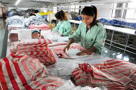 China's once-booming textile and <b>clothing</b> industry faces tough times