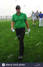 Peter Hanson of Sweden walks during the final round of the BMW Masters golf  tournament at the Lake Malaren Golf Club in Shanghai, China, 28 October 20  Stock Photo - Alamy