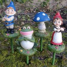 gnomeo juliet garden stakes set of