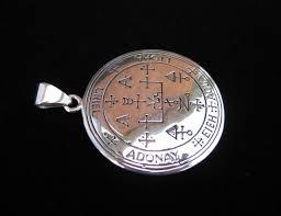 this chunky pendant