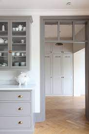 white walls contrasting molding