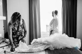 amazing wedding photo cancun bride and mom getting ready cancun bride cancun cancun photography creative wedding photographer cancun