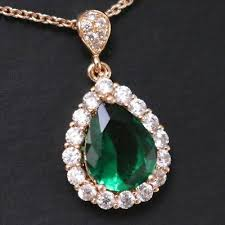 sparkling 3 ct pear green emerald