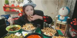 This Woman Makes 9 000 A Month Eating In Front Of A Webcam HuffPost