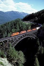 Железнодорожный транспорт Википедия Длинный грузовой поезд на виадуке Стоуни Крик на canadian pacific railway в южной Британской Колумбии Железнодорожный