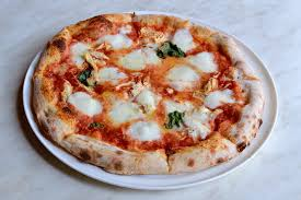 margherita pizza with shredded en t and fontina at 800 degrees