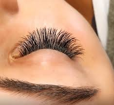 keep up with beauty trends longest fullest lashes