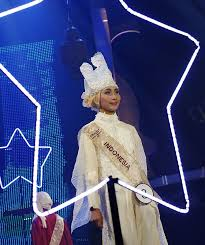 miss world muslimah a hatke beauty pageant getahead an n finalist models her designer outfit and innovative headgear