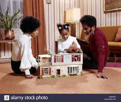 1970s AFRICAN AMERICAN FAMILY MOTHER FATHER GIRL DAUGHTER PLAING