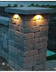 retaining wall lighting under cap