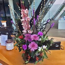 office flower arrangements. Fleurs-amanda-Surrey-office Flowers Office Flower Arrangements T