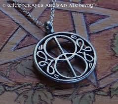 vesica piscis glastonbury chalice well cover silver pewter amulet pendant necklace on 20 silver plated chain for celtic druid avalon magic