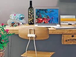 how to decorate office table. Why Should Everyoneu0027s Office Desk Look The Same Hereu0027s How To Add Some Fun Decorate Table