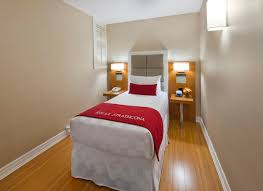 150 Square Feet Room Hotel Rooms In Toronto Accommodations The Strathcona Hotel