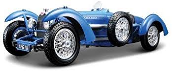 These 2 cars are in mint condition. 1959 Bugatti Type 59 Blue Diecast Model Car 1 18 By Bburago Amazon Co Uk Toys Games
