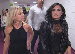 Demi Lovato backstage with Tracy Smith promo - Demi Lovato - CBS News