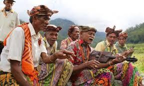 Musik karang dodou adalah musik tradisional khas daerah tanah siang wilayah barito utara, kalimantan tengah. Pengertian Ciri Ciri Fungsi Jenis Musik Tradisional Kesenian Nusantara