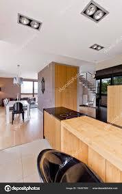 Hölzerne Offene Küche Zum Esszimmer Stockfoto